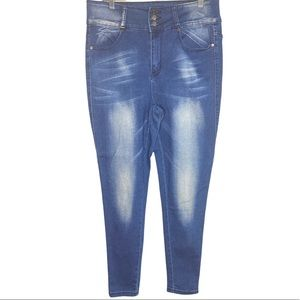 Between Us Jeans Women's Blue Denim Cropped Skinny Jeans white faded